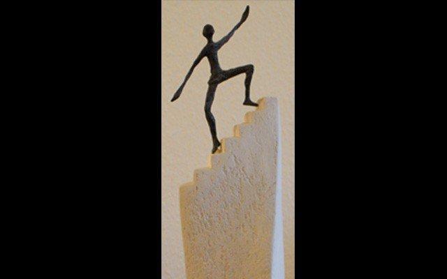 Skulptur Manager Aufstieg